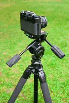Free The Camera And Tripod Stock Photography - 20768792