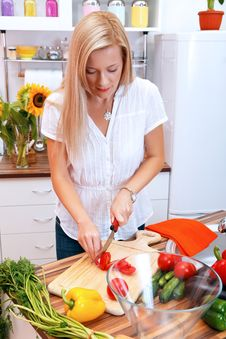Free Girl In The Kitchen Royalty Free Stock Photography - 20770547