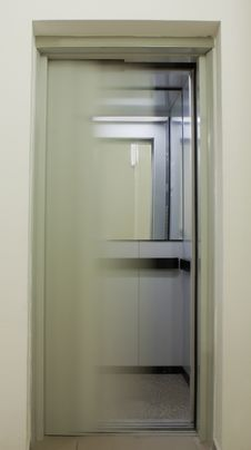 Free Closing Lift Doors Stock Photos - 20771323