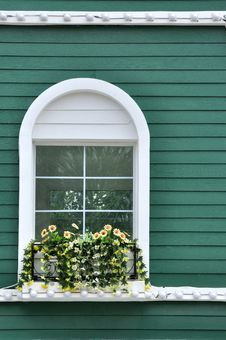 Free Window On Green Wall Stock Images - 20772254
