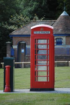 Free An Ols English Telephone Box Stock Images - 20775264
