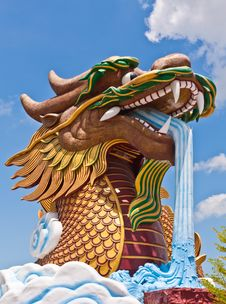 Free Head Of Golden Dragon Statue Royalty Free Stock Images - 20781349