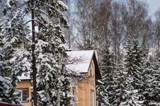 Free Country House Roof In Winter Landscape Stock Images - 20781424