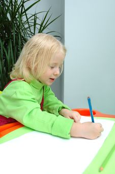 Free The Little Child Writes Pencil Royalty Free Stock Photos - 20785408