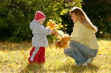 Free Woman And Child Collect Autumn Sheets Royalty Free Stock Image - 20785426