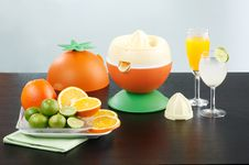 Free Orange And Lemon Juice Blender Machine Royalty Free Stock Images - 20791779
