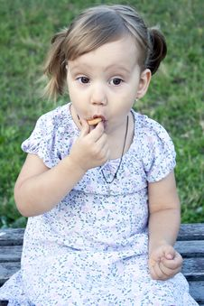 Free Little Girl Outdoors Royalty Free Stock Photo - 20793915