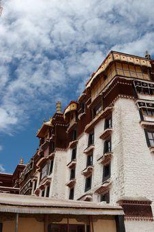 Free Potala Palace And Cloudscape Stock Photo - 20797250