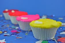 Free Cupcakes In A Row Royalty Free Stock Images - 2086509