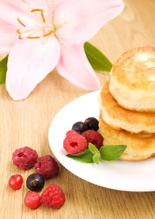 Free Pancakes With Berries Stock Photos - 20800483