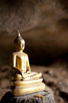 Free Statue Gold Buddha Stock Images - 20801454