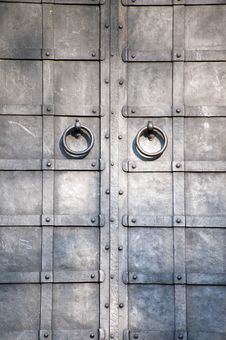 Free Plating Medieval Door With Knocker Stock Images - 20802044