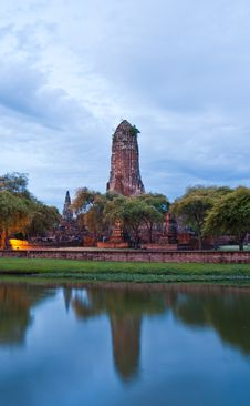 Free Ruin Temple In Ayutthaya With Lake Horizontal Stock Image - 20806751