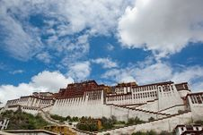Free Potala Palace And Cloudscape Stock Photo - 20808810