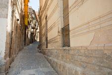 Free Narrow Street In Syracuse, Sicily Royalty Free Stock Photos - 20808928