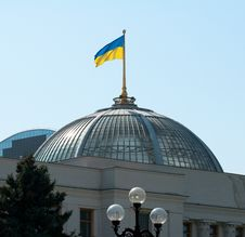 Free Ukrainian Flag On A Parliament Roof In Kiev Stock Image - 20816171