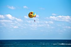 Free Parasailing In Summer . Royalty Free Stock Images - 20821489