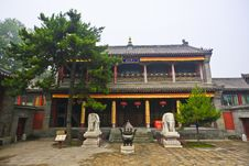 Free Chinese Temple Courtyard Royalty Free Stock Images - 20822809