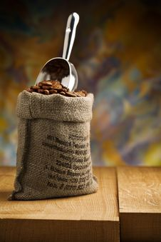 Free Small Sack Fith Coffee Beans And Scoop Royalty Free Stock Photo - 20826235