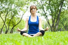 Free Yoga Woman On Green Grass Stock Images - 20831914