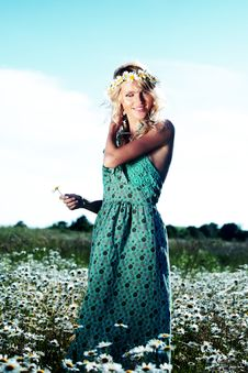 Free Girl In Dress On The Daisy Flowers Field Royalty Free Stock Photo - 20833275