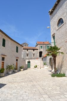 Free Cloister Of The Ancient Church Of Sibenik Royalty Free Stock Image - 20841756