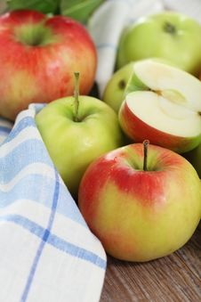 Red And Green Apples With Leaves Royalty Free Stock Images