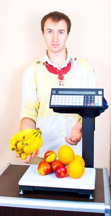 Free Man Weighing Fruits At Market Royalty Free Stock Image - 20848046