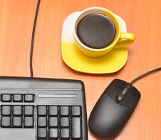 Free Black Keyboard And Coffee Cup Royalty Free Stock Image - 20848796