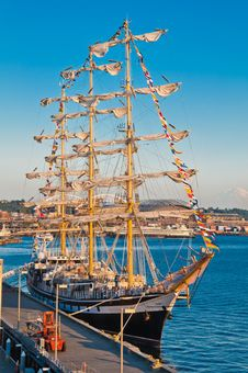 Free Russian Sailing Frigate Royalty Free Stock Photography - 20852847
