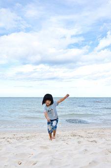 Free Little Asian Girl Running On The Beach Stock Photo - 20861160