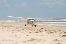 Free Airplane On Beach - Fraser Island Stock Photo - 20861990
