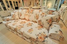 Free Flowery And Comfortable Sofa In Living Room Stock Photography - 20866682
