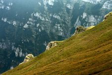 Free Mountain Valley In The Mist Royalty Free Stock Images - 20867829