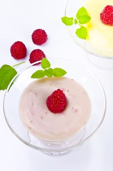 Free Pudding With Himbbere Royalty Free Stock Photos - 20868428