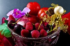 Free Fruit Bowl With Fruit Royalty Free Stock Images - 20868549