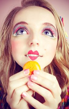Free Girl Loves Colorful Macaroons Stock Images - 20880054