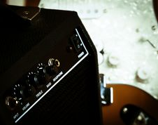 Free Retro Guitar Amp Royalty Free Stock Images - 20880869