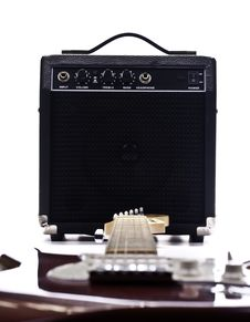 Free Electric Guitar And Amplifier Royalty Free Stock Photos - 20880878