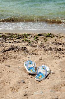 Free Beachfront Shoes Royalty Free Stock Image - 20883356
