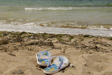 Free Beachfront Shoes Royalty Free Stock Images - 20883359
