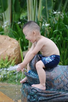 Free Boy Play With Water Stock Photos - 20887753