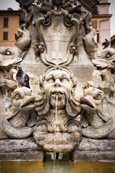 Free Beautiful Fountain In Rome, Italy. Royalty Free Stock Images - 20890729