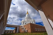 Free Thai Stupa Royalty Free Stock Photos - 20898308