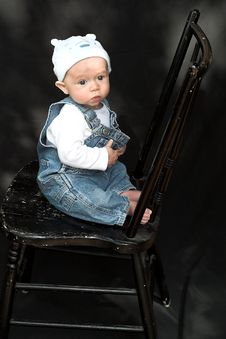 Free Baby On Chair Royalty Free Stock Images - 2098979