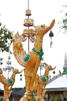 Free Swan Statue In Temple Royalty Free Stock Photo - 20907825
