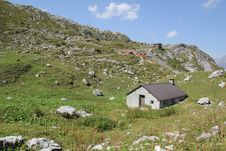 Free Isolated House In Mountain Stock Images - 20908464