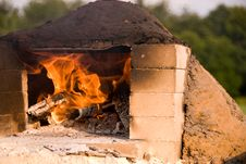 Free Fire Burning In Earthen Oven Royalty Free Stock Photography - 20909127