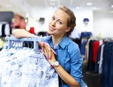 Free Woman In A Shop Buying Clothes Royalty Free Stock Photo - 20911595