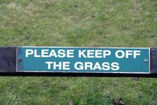 Free Keep Off The Grass Sign Royalty Free Stock Images - 20920759
